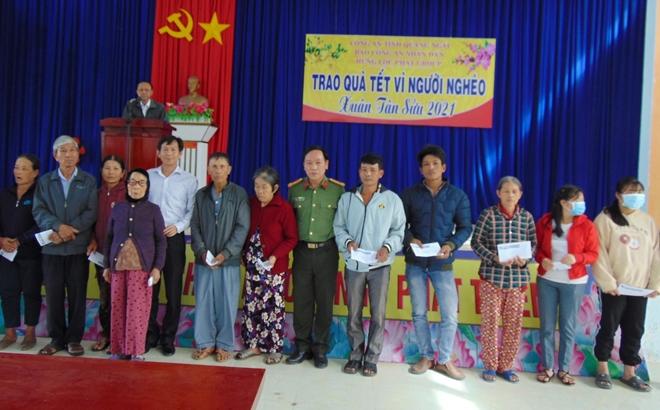 """Trao tặng 200 suất quà """"Tết vì người nghèo"""" tại tỉnh Quảng Ngãi - Ảnh minh hoạ 6"""
