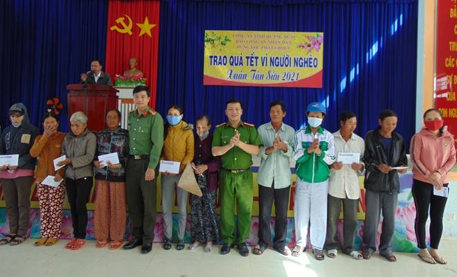 """Trao tặng 200 suất quà """"Tết vì người nghèo"""" tại tỉnh Quảng Ngãi - Ảnh minh hoạ 7"""