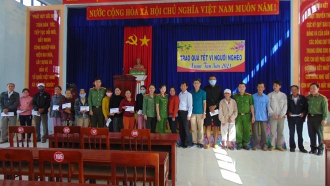 """Trao tặng 200 suất quà """"Tết vì người nghèo"""" tại tỉnh Quảng Ngãi - Ảnh minh hoạ 2"""