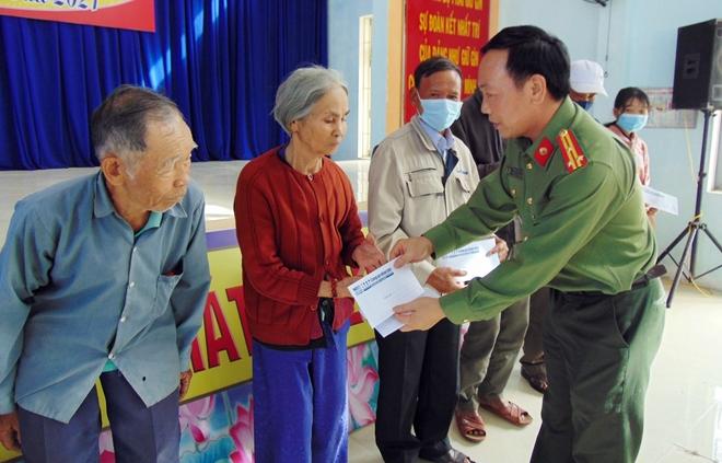 """Trao tặng 200 suất quà """"Tết vì người nghèo"""" tại tỉnh Quảng Ngãi - Ảnh minh hoạ 10"""