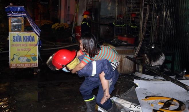 Giải cứu 6 người trong đám cháy rạng sáng mùng 4 Tết - Ảnh minh hoạ 7