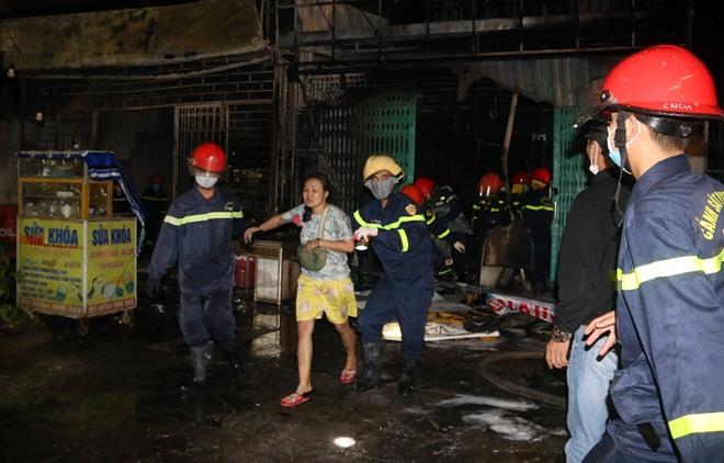 Giải cứu 6 người trong đám cháy rạng sáng mùng 4 Tết - Ảnh minh hoạ 6