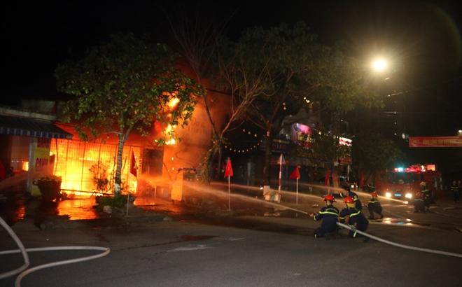 Giải cứu 6 người trong đám cháy rạng sáng mùng 4 Tết - Ảnh minh hoạ 2