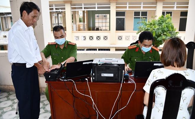 Công an Quảng Nam triển khai làm CCCD cả ngày lẫn đêm - Ảnh minh hoạ 4