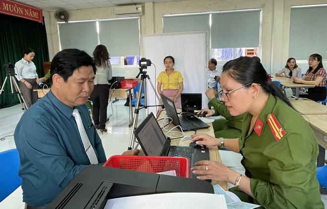 Công an Quảng Nam triển khai làm CCCD cả ngày lẫn đêm - Ảnh minh hoạ 2