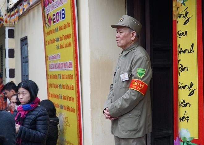 Đảm bảo ANTT cho cả ngàn người cúng sao giải hạn ở chùa Phúc Khánh - Ảnh minh hoạ 2