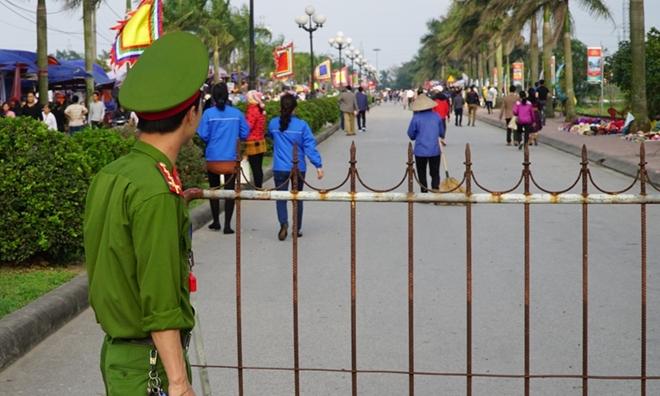 Lực lượng công an căng mình bảo vệ lễ Khai ấn Đền Trần - Ảnh minh hoạ 4