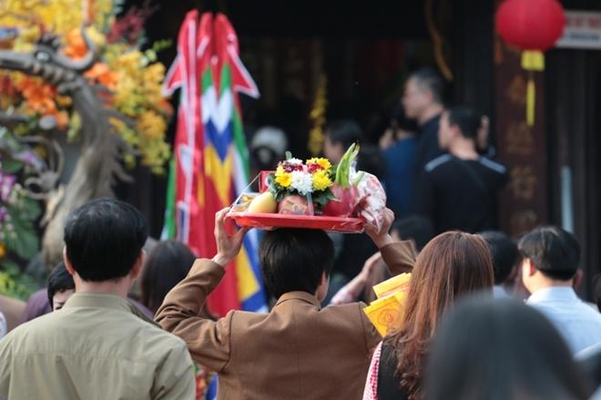 Lực lượng công an căng mình bảo vệ lễ Khai ấn Đền Trần - Ảnh minh hoạ 7