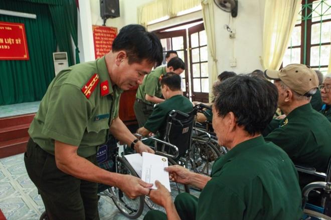 Học viện ANND thăm, tặng quà Trung tâm điều dưỡng thương binh Duy Tiên - Ảnh minh hoạ 7