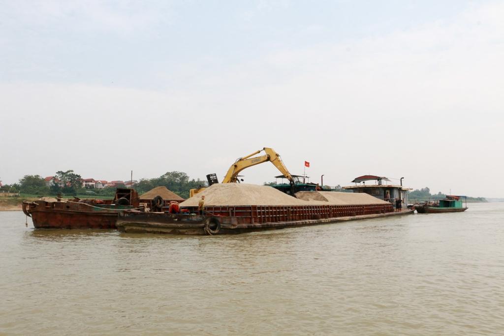 Nhiều tàu thuyền gặp nạn vì đá ngầm dưới sông Lô