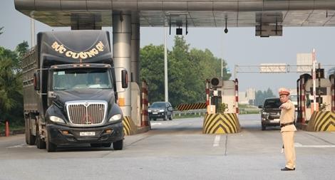 Tổng kiểm soát xe tải, xe khách trên cao tốc Nội Bài – Lào Cai