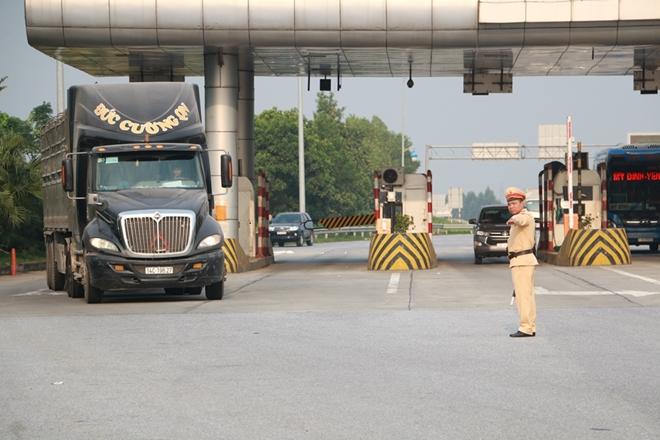Tổng kiểm soát xe tải, xe khách trên cao tốc Nội Bài – Lào Cai - Ảnh minh hoạ 2