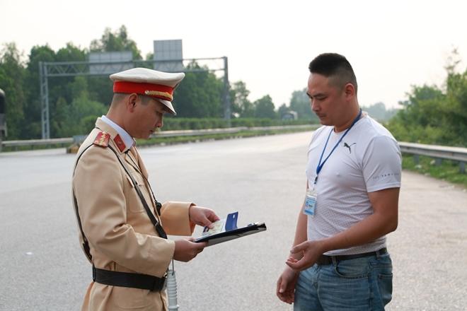 Tổng kiểm soát xe tải, xe khách trên cao tốc Nội Bài – Lào Cai - Ảnh minh hoạ 3