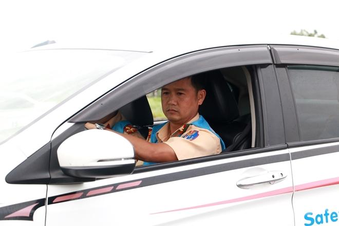 Nâng cao kỹ năng lái xe an toàn cho CSGT dẫn đoàn - Ảnh minh hoạ 4