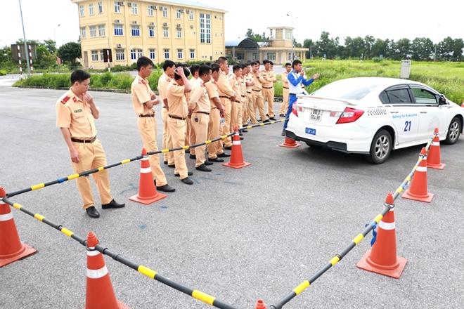Nâng cao kỹ năng lái xe an toàn cho CSGT dẫn đoàn - Ảnh minh hoạ 8