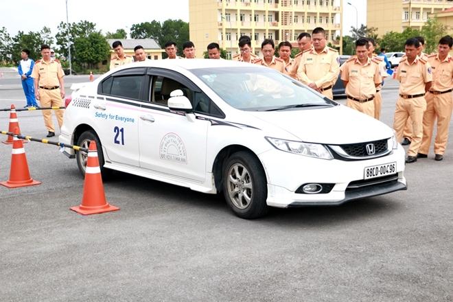 Nâng cao kỹ năng lái xe an toàn cho CSGT dẫn đoàn - Ảnh minh hoạ 7