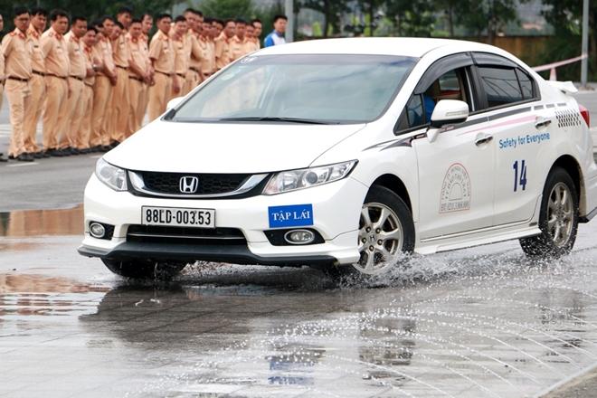 Nâng cao kỹ năng lái xe an toàn cho CSGT dẫn đoàn - Ảnh minh hoạ 2