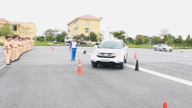 Nâng cao kỹ năng lái xe an toàn cho CSGT dẫn đoàn - Ảnh minh hoạ 11
