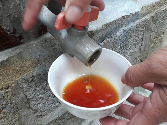 Kinh hoàng sản xuất nước mắm dùng hóa chất tẩy rửa soda