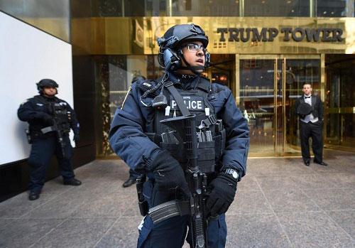Đặc vụ Mỹ căng mình bảo vệ 2 Tổng thống