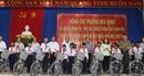 Phó Thủ tướng Thường trực Trương Hòa Bình tặng xe đạp cho học sinh nghèo hiếu học