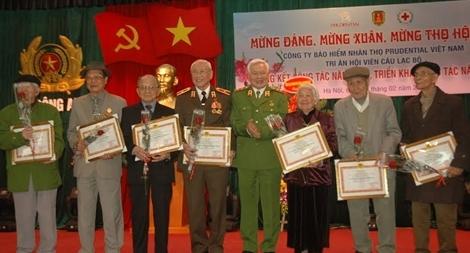 Câu lạc bộ Sỹ quan Công an hưu trí chúc thọ các hội viên