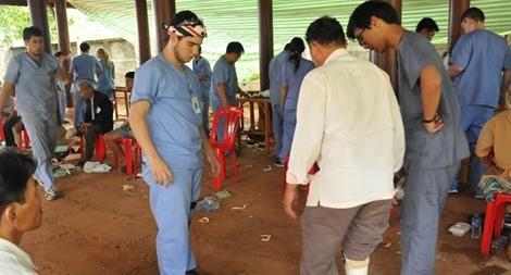 Đại học Mercer (Hoa Kỳ) lắp chân giả cho 215 người khuyết tật Việt Nam