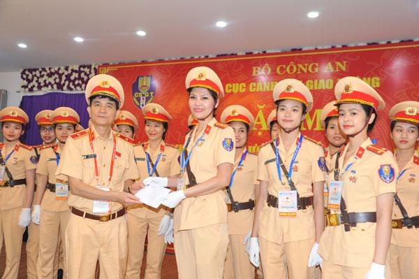 Thứ trưởng Nguyễn Văn Sơn động viên lực lượng CSGT tham gia phục vụ Tuần lễ cấp cao APEC - Ảnh minh hoạ 6