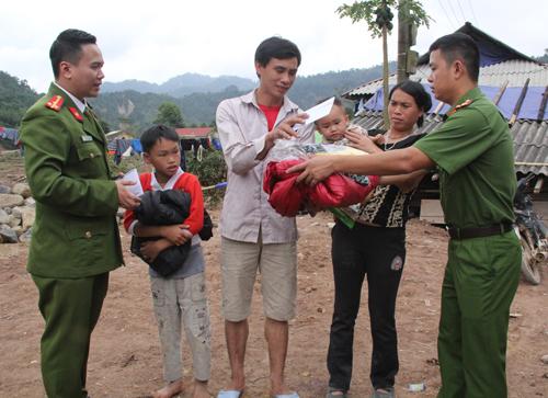 Trao quà cho học sinh và nhân dân vùng cao Thanh Hóa