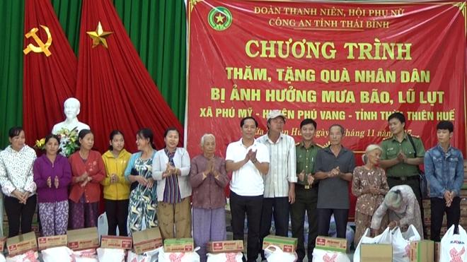 Công an tỉnh Thái Bình thăm hỏi  nhân dân vùng bão lũ tỉnh Thừa Thiên - Huế