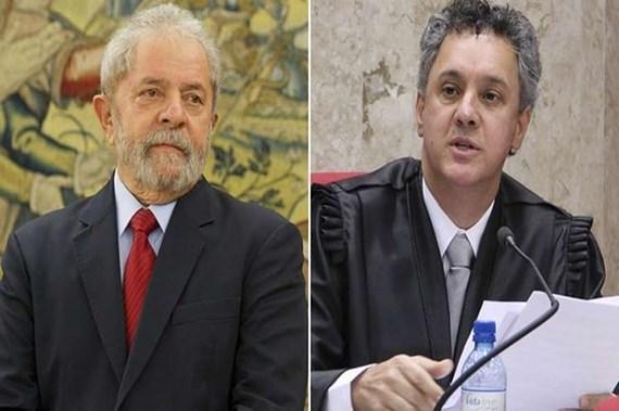 Cựu Tổng thống Lula da Silva (trái) và thẩm phán Gebran Neto.