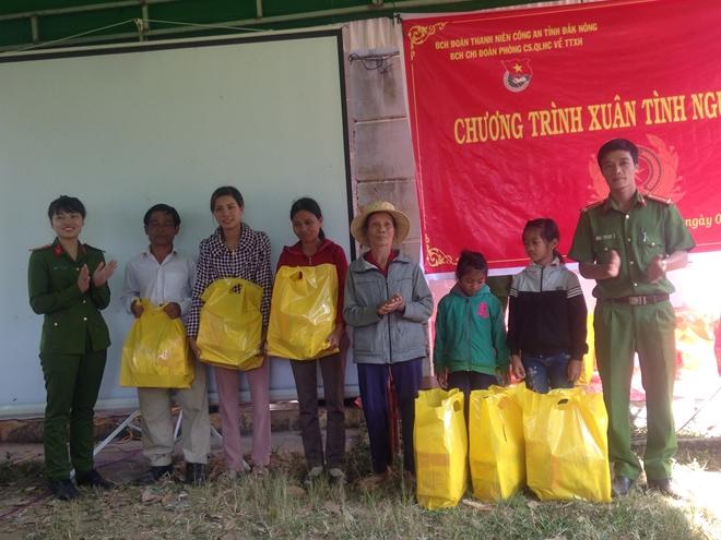Công an huyện Krông Nô (Đắk Nông) hoạt động thiện nguyện vùng sâu, vùng xa - Ảnh minh hoạ 2