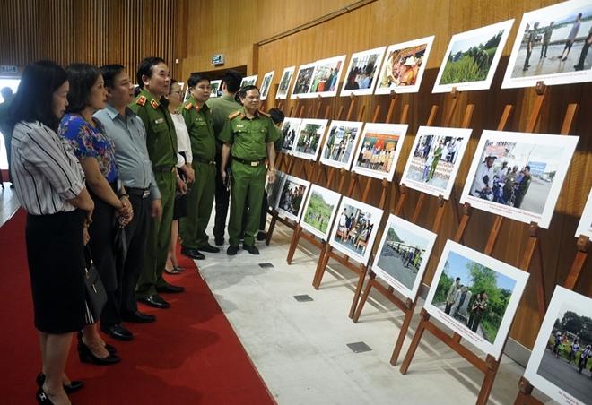 Quảng Ninh triển lãm ảnh