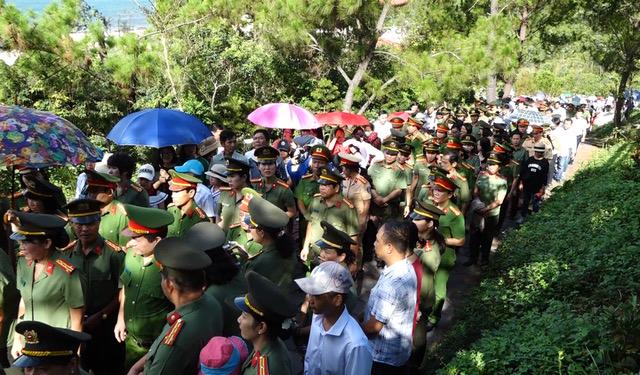 Hội phụ nữ - Bộ công an viếng mộ Đại tướng Võ Nguyên Giáp