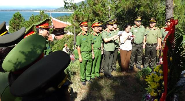 Hội phụ nữ - Bộ công an viếng mộ Đại tướng Võ Nguyên Giáp - Ảnh minh hoạ 2