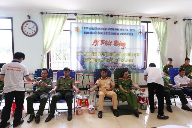 600 cán bộ, chiến sĩ Công an Đắk Nông hiến máu tình nguyện - Ảnh minh hoạ 3