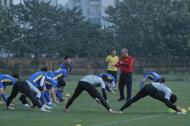 Trong buổi sáng nay HLV Park Hang-seo chủ yếu cho các học trò tập nhẹ. phục hồi thể lực sau một giải đấu đầy vất vả vừa qua.