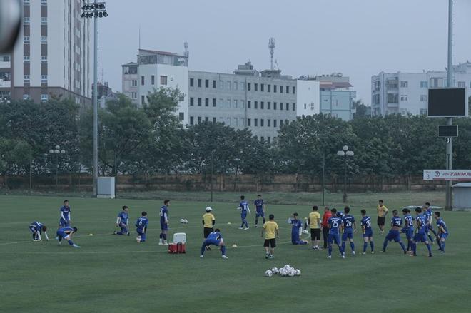 Thời tiết tương đối dễ chịu trong sáng nay đã tạo điều kiện tốt cho buổi tập của thầy trò HLV Park Hang-seo.