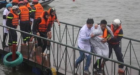 Cảnh sát phòng cháy chữa cháy Hà Nội diễn tập cứu nạn dưới nước