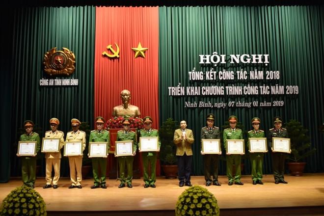 Công an tỉnh Ninh Bình tổng kết công tác năm 2018 và  triển khai công tác năm 2019 - Ảnh minh hoạ 3