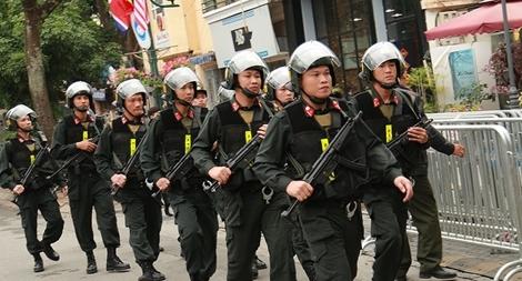 CSCĐ bổ sung lực lượng trước cổng khách sạn của phái đoàn Triều Tiên
