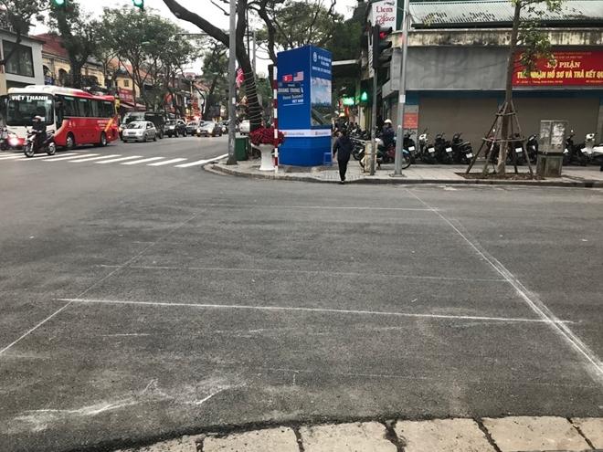 Bên phần đường Quang Trung cũng đã có những vạch đánh dấu cho việc sơn mới.