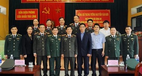 Thứ trưởng Nguyễn Văn Sơn làm việc với Đồn Biên phòng ở Cao Bằng