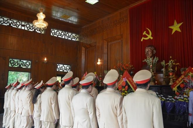 Cục CSGT dâng hương tại khu di tích Kim Liên - Ảnh minh hoạ 2