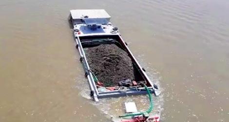Cảnh sát đường thuỷ Tây Nam Bộ căng mình xử lý sà lan quá tải trên sông
