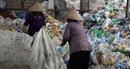 Ngôi làng vật vã vì rác thải nhựa