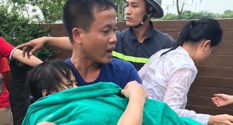 Bé gái 5 tuổi bị hút tay vào đường ống bể bơi