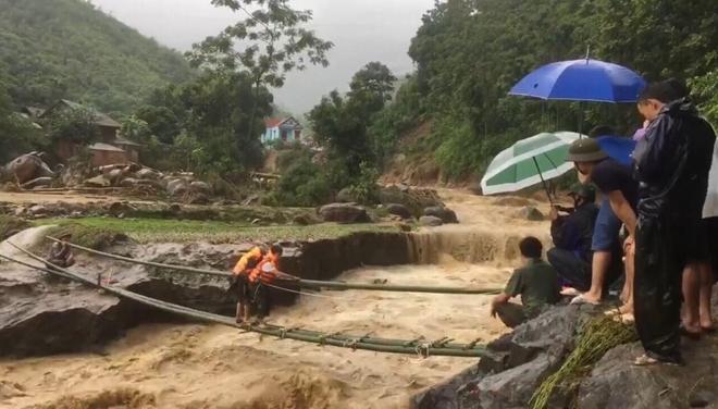 Trưởng Công an xã hi sinh khi đi kiểm tra mưa lũ
