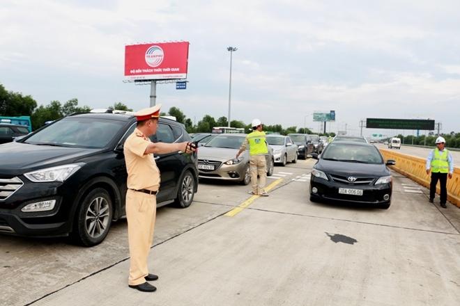 Một ngày làm việc vất vả của Cảnh sát giao thông - Ảnh minh hoạ 13