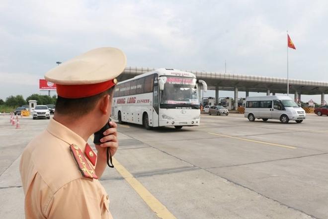 Một ngày làm việc vất vả của Cảnh sát giao thông - Ảnh minh hoạ 6